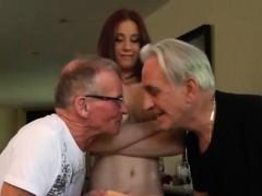 Мать застала дочь с парнем в кровати порно онлайн