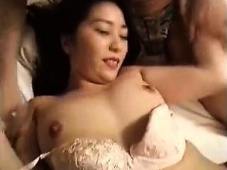 sedutora oriental babe tem dois parafusos martelando ela apertado ha