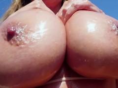 Голые девки на пляже природе и спортзале видео