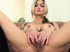 Парнишку опускают порно видео