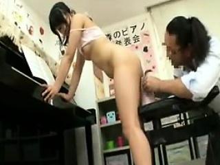 Кончают в попку азиаткам порно