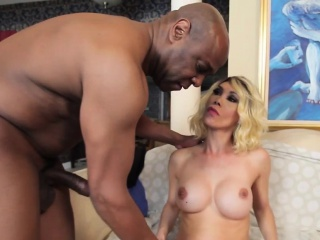 Cuckolding bigtitted shemale assfucked