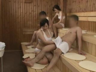 Порно вызвали мальчиков в сауну