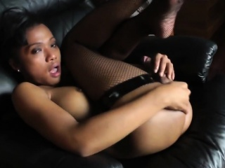 Asian Shemale Babe Pang Makes Herself Cum