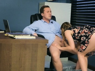 стажист трахає його матуся боси занадто пасербицю і її