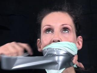 Mature sexslave endurs brutal cunt punishment