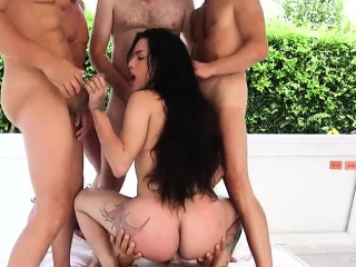 tgirl gangbanged by five dudes