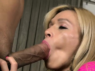 stunning blonde shemale gets her juicy asshole rimmed