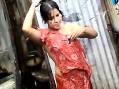 Bangla desi town women washing in Dhaka town HQ (4)
