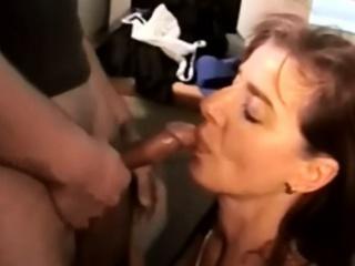 Пьяная жена мастурбирует порно