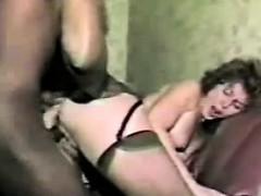 Посмотреть как девушка раздвигает киску видео