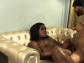 black tranny assfucked after toying her booty