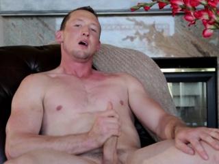 amaterski jock wanking na kavču doma