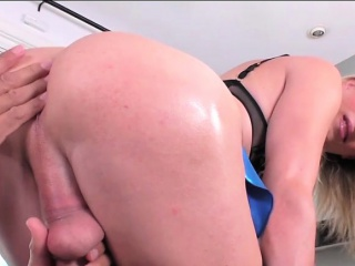 Blonde shemale Nikki Vicious deepthroats and anal rides cock
