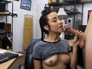 ładna brunetka titty ssanie kutasa w tył lombardzie