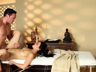 cummy babe massaged bang