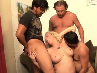 perwersyjne sesji gangbang z dojrzałą blondynką