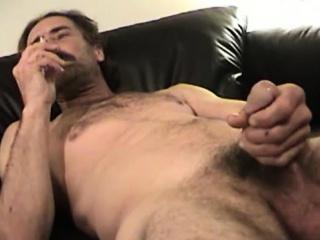 mature amateur reed jacking off