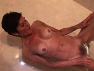 skinny mature fucks herself with shower head