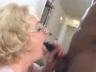 blond babička kurva bbc rasy doggy style