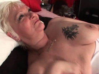 mature chesty blonde hoe dildoing slick cunt