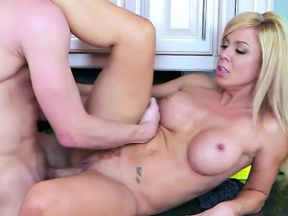 curvy milf parker swayze gets impaled by bodyguard