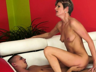 cougar lady fucks and cumplays