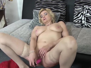 europemature mogna eva solo masturbation