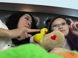 Порно видео азиатка в купальнике смотреть порно