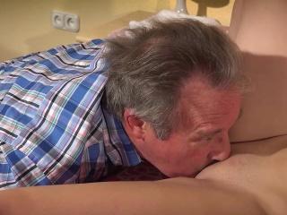 Подруга отлизала жопу парню смотреть порно онлайн