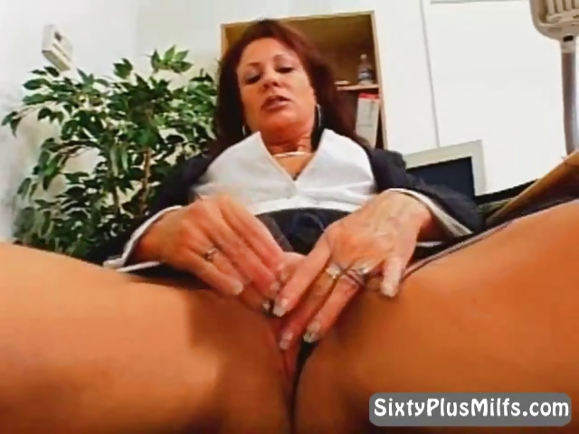Porno Video of Mature Hot  Lady Masturbating In The Office