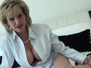 unfaithful english mature lady sonia reveals her giant jugs