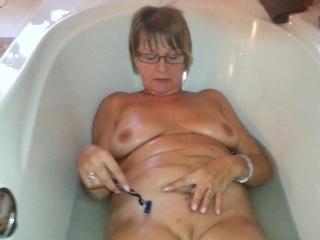 Мужчина сосет сиськи женщины смотреть порно