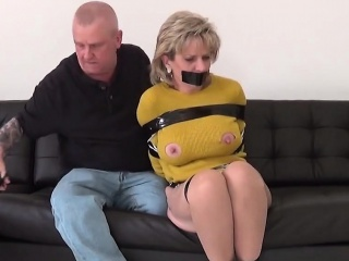 adulterous british milf lady sonia shows off her heavy titti