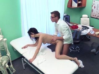 Больние ореолы сосков женьщин порно фото