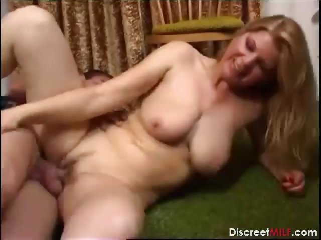 Porno Video of Mature Mom And Young Boy E331