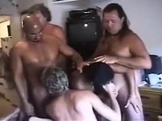 Дают в рот на русской вписке порно