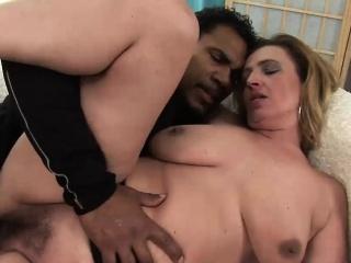 Смотреть бесплатно кунилингус волосатой пизды смотреть порно