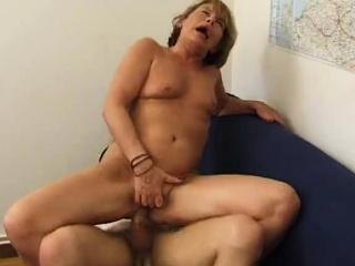 Порно фото попу раздвинула руками
