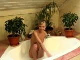 amanda loves masturbating while taking a bath