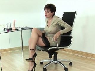 unfaithful english mature gill ellis reveals her big boobies