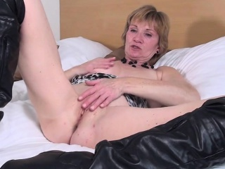 Sweet dutch mature granny playing  Roseanna from dates25com