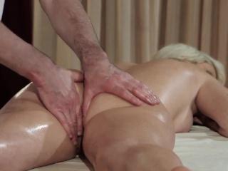 Толстой бабе делают массаж порно смотреть порно