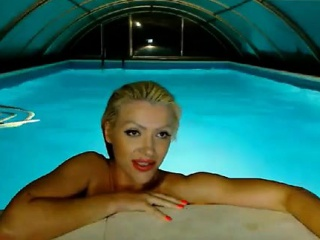 iievaii nude blonde within the swimming on camera