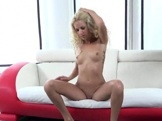 glamorous sweetie is pissing and pleasing trimmed quim