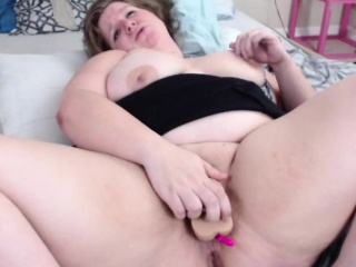 luxury bbw fucks her pussy using a sex toy