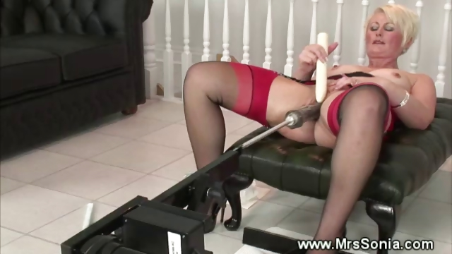 Porno Video of Older Lady Uses A Fucking Machine