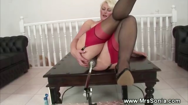 Porno Video of Mature Blonde Uses Fucking Machine