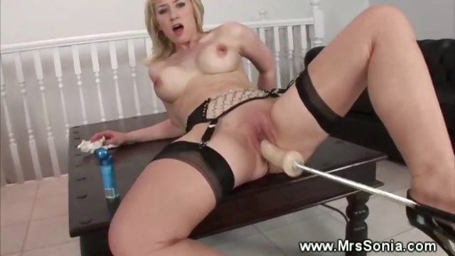 Porno Video of Blond Milf And A Fuck Machine