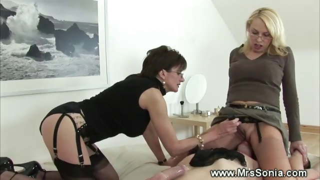 Porno Video of Prodomme Is Queening Her Servant